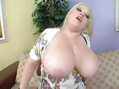Fat blonde bunny de la cruz fucked by..