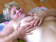 Fat duo gives an amazing blowjob in..