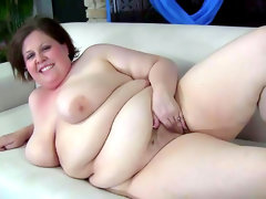 Fat slut goes solo and plays with her..