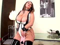 Chubby babe in leather constance devil..