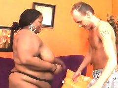 Fat girl seduces pretty fellow to team..